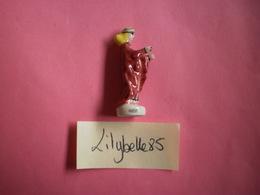 Feve Ancienne En Porcelaine - ISEUT - Serie AMOUREUX CELEBRES 1997 ( Feves Figurine Miniature ) Rare - Personnages