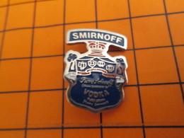 2519 Pin's Pins / Beau Et Rare / THEME BOISSONS / VODKA SMIRNOFF ETIQUETTE NOIRE - Beverages