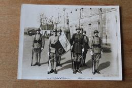 Photographie Militaire La Garde Au Drapeau   Du 117 ° RI  BITCHE 1936 - Guerre, Militaire