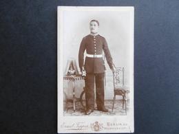 PHOTO De CABINET - SOLDAT ALLEMAND - CASQUE A POINTE - BERLIN  - FEPPER  Ernest - Guerre, Militaire
