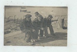 Île-Tudy (29) : GP De Vieux Marins Se Réchauffant Au Soleil En 1905 (animé) PF. - Ile Tudy