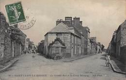 CPA SAINT-VAAST-LA-HOUGUE - La Grande Rue Et La Croix Marigny - Saint Vaast La Hougue