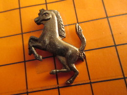 2619 Pin's Pins / Beau Et Rare / THEME ANIMAUX / CHEVAL CABRE GENRE FERRARI METAL ACIER - Animaux