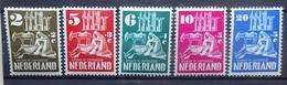 NEDERLAND  1950    Nr. 556 - 560     Scharnier *       CW  45,00 - 1949-1980 (Juliana)