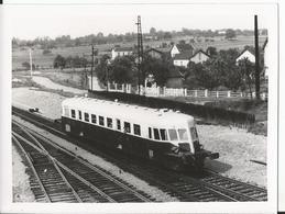Photo - Automotrice - Lieu à Identifier  - Thème Train - - Trains