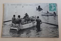 Trouville Sur Mer Les Maitres Baigneurs 1910 - Trouville