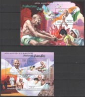 CA681 2013 CENTRAL AFRICA CENTRAFRICAINE GREAT HUMANISTS TRIBUTE TO MAHATMA GANDHI KB+BL MNH - Mahatma Gandhi