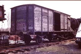 Photo Diapo Diapositive Slide Train Locomotive Wagon Couvert Devant Plat Chargé De Tourets En 05/1991 VOIR ZOOM - Diapositives
