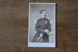 Cdv Photographie Militaire   Second Empire   Officier Avec Médaille De Crimée Par Carton - Guerra, Militari