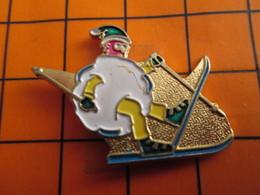 2619 Pin's Pins / Beau Et Rare / THEME SPORTS D'HIVER / SKIEUR TRANSFORMé EN BOULE DE NEIGE à Mon Avis Il Va Mourir ! - Wintersport