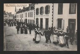 BANNALEC Danse Rue De Pont Aven  Devant La Boulangerie Belle Animation   \ TTB  état /  Yx426 - Bannalec