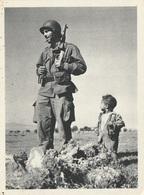 CP Guerre Algérie Un Soldat Et Son Tout Jeune Ami Musulman - Guerres - Autres