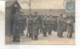 Bruyeres En Vosges, Nos Troupiers, La Relève De La Garde Au 44e D'infanterie - Bruyeres