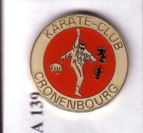 A139 Pin's JUDO KARATÉ AÏKIDO ARTS MARTIAUX CRONENBOURG Quartier Strasbourg Alsace Achat Immédiat - Judo