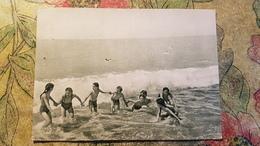 OLD USSR PC - GEORGIA BEACH - CHILDREN AT THE SEA - Old Postcard 1955 - Little  Girl - Grupo De Niños Y Familias