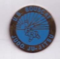 C51 Pin's JUDO JU JITSU BOUSCAT Gironde Région Aquitaine Achat Immédiat - Judo