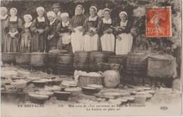 29 Cornouaille Mariage De 1500 Personnes La Cuisine Ne Plain Air, Costumes Bretons  -04b - Non Classés