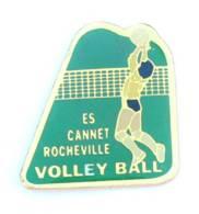 Pin's ES CANNET ROCHEVILLE VOLLEY BALL - Joueuse En Défense Au Filet - EIP - J015 - Voleibol