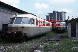 Reproduction D'une Photographie De Deux Anciens Trains F.T.V Dans Un Dépôt à Vicence En Italie En 1976 - Reproductions
