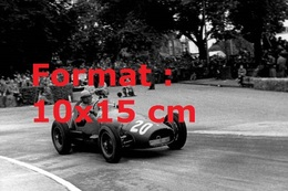Reproduction D'unePhotographie Ancienne Du Pilote Froilan Gonzales En Ferrari 625 Au Grand Prix De Suisse En 1954 - Reproductions