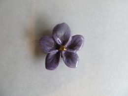 Fève Perso Ladurée Paris Fleur Porcelaine émaillée : La Violette - 2020 - Neuve - Fèves
