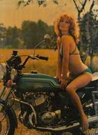 PIN-UPS-DONNA-FEMME-GIRL-WOMAN-SEXI -MOTO KAWASAKI-CARTOLINA VERA FOTOGRAFIA-  VIAGGIATA 1968-1972 - Pin-Ups