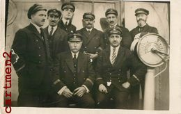 CARTE PHOTO : GROUPE DE MARINS CAPITAINE BATEAU PAQUEBOT BOAT CAPTOWN AMIRAL MARINE - Barche