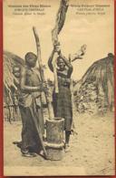 AFRIQUE CENTRALE  -Mission Des Pères Blancs -Femmes Pilant Le Sargho -scans Recto Verso-Paypal Sans Frais - Centrafricaine (République)