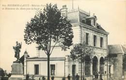 71 - BOURBON LANCY  -  HOTEL DES POSTES ET MONUMENT DES MORTS - Francia