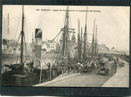 CPA - Karten Bost - ROSCOFF - Le Port Pendant Le Chargement Des Navires, Très Animé  (dos Non Divisé) - Roscoff