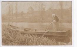 72 CHEMIRE Le GAUDIN ? Marqué Sur Le Tampon, Femme En Barque Sur La Rivière A La Pèche , Carte Photo - France