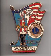 REF PC2 : Pin's Pins Bicentenaire Révolution Française La Fayette DM 103 Lions International Drago - Celebrities