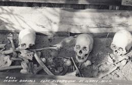 RP: Indian Burials , Fort Algonquin , ST IGNACE , Michigan , 30-40s - Indiens De L'Amerique Du Nord