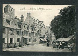 CPA - ROSCOFF - La Maison Gaillard Et Le Grand Hôtel Des Bains, Animé - Roscoff