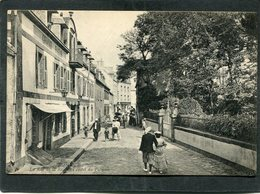 CPA - ROSCOFF - La Rue De La Rive Et L'Hôtel Du Palmier, Animé - Roscoff