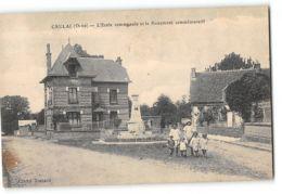 CPA 61 Crulai L'école Communale Et Le Monument Commémoratif - France