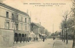 VAL D'OISE  ARGENTEUIL   La Place De Grande Ceinture Et Le Passage A Niveau - Argenteuil