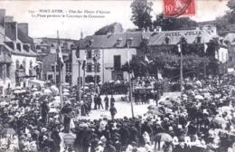 29 - Finistere - PONT AVEN  - Fete Des Fleurs D Ajoncs - La Place Pendant Le Concours De Costumes - Pont Aven