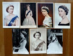 QUEEN ELIZABETH II - 7 CARTES POSTALES ANCIENNES - Case Reali