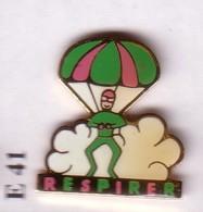 E41 Pin's PARACHUTE PARAPENTE Respirer Parachutisme Achat Immédiat - Paracadutismo