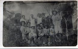 PHOTO ORIGINAL FAMILY GROUP MEN WOMEN CHILDREN BABIES CIRCA 1940 SIZE 9x14CM - NTVG. - Anonyme Personen
