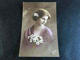 397 - BONNE FETE Belle Demoiselle Aux Surfinia - 1917 - Fêtes - Voeux