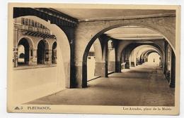 FLEURANCE - N° 5 - LES ARCADES PLACE DE LA MAIRIE - LEGER PLI BAS A DROITE -  CPA NON VOYAGEE - Fleurance