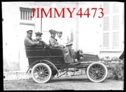 Plaque De Verre - Une Vieille Automobile à Identifier, Bien Animée - Taille 88 X 64 Mlls - PKW