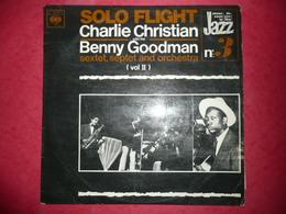 LP N°1475 - CHARLIE CHRISTIAN & BENNY GOODMAN - SOLO FLIGHT - COMPILATION 16 TITRES - ETAT DU DISQUE PITEUX MAIS PASSE - Jazz
