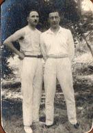 Photo Originale Duo Masculin Tout De Blanc Vêtus En 1932 Sur Sainte-Marguerite (Vosges) - Anonieme Personen