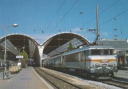 Nice (06) La BB 22251e Tête D'une Rame Corail - Schienenverkehr - Bahnhof