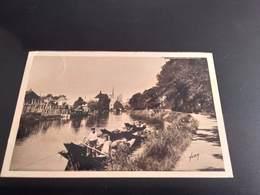 CPA (80) Amiens .Les Rives De La Somme. (H3296) - Amiens