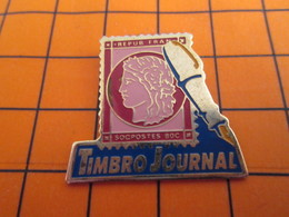 0220 Pin's Pins / Beau Et Rare / THEME POSTES / LA POSTE TIMBRE-POSTE TIMBRO JOURNAL - Poste