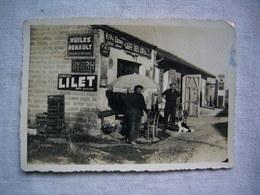 Photo N & B 1962 Café Des Amis à Côté Garage Station  8 X 12 Cm - Métiers